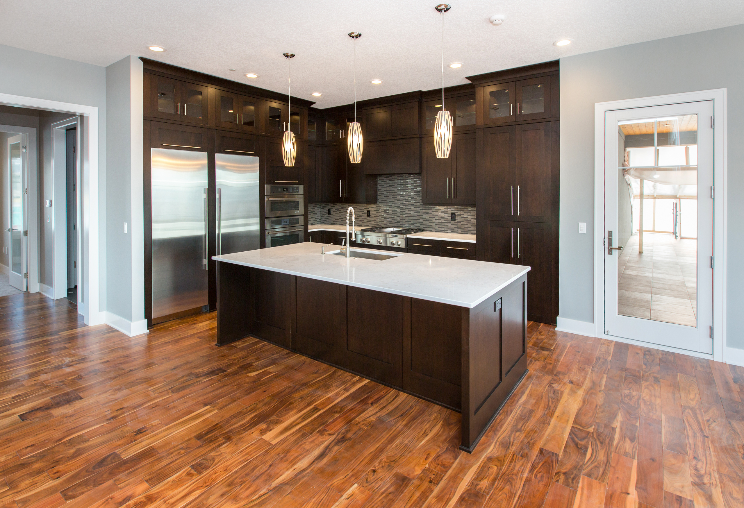 Love This Modern Look Dark Kitchen Cabinets Light Fixtures White Trim Acacia Floor Light Countertops Sleek Styling Sty Minimalist Kitchen Cabinets Minimalist Kitchen Dark Kitchen Cabinets